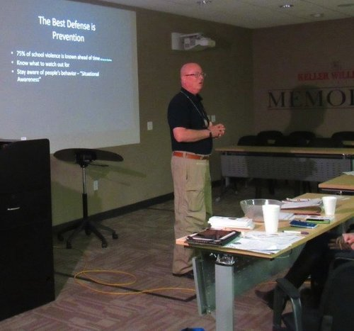 Stephen Daniel of the Houston Police Department presents tips for staying out of threatening situations to agents.