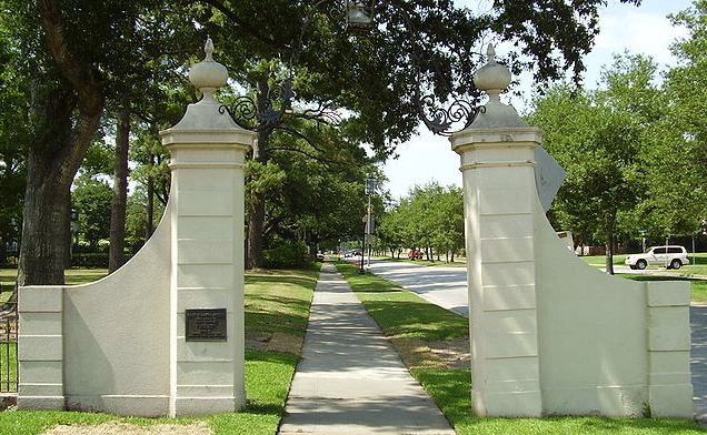 river-oaks-houston-neighborhood-real-estate-agents-how-to-sell-memorial